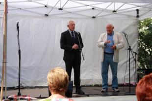 Der Schirmherr, Bezirksbürgermeister Norbert Kopp, und der Hausherr, Dieter Hallervorden