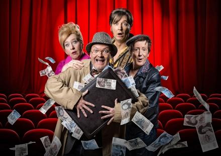 """""""Funny Money"""" Pressemotiv quer — © DERDEHMEL/Urbschat"""