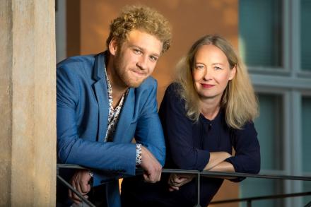 DER LETZTE RAUCHER - Schauspieler und Regisseurin — © DERDEHMEL/Urbschat