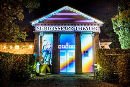 """Schlosspark Theater - """"Berlin leuchtet"""" September 2020 (2) — © DERDEHMEL/Urbschat"""
