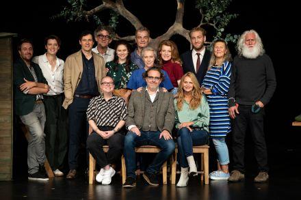 DINGE... - Ensemble 2 mit Kreativen und Team des Schlosspark Theaters — © DERDEHMEL/Urbschat